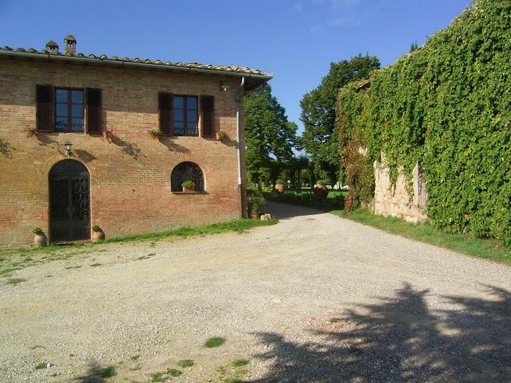 Villa in Farm,SienaHills, 6p.A/C, Pool,wi -fi.