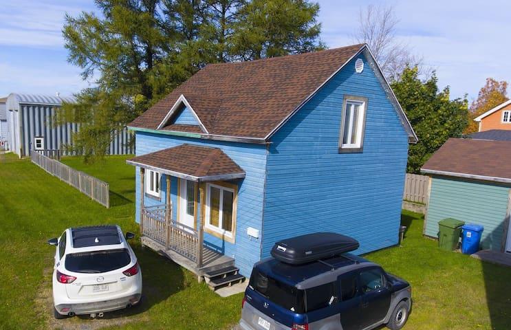 La petite maison bleue - Matane - Casa
