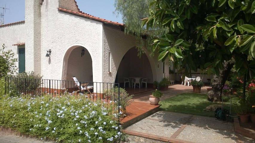 Villa LICIA a 15 km da Palermo - Parco degli Ulivi