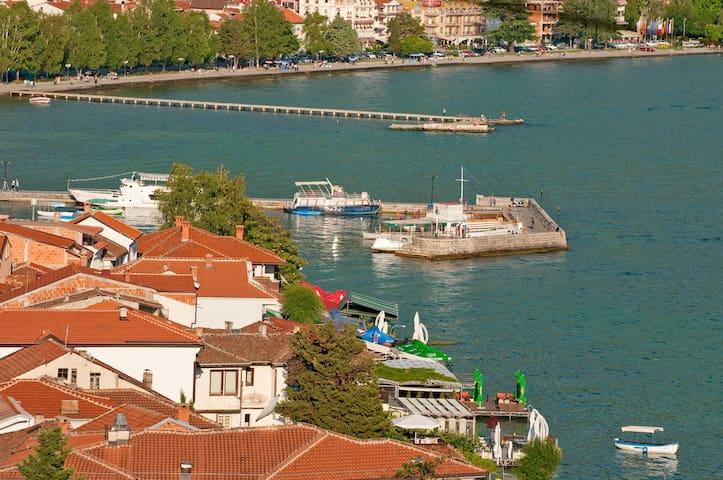 Villa Saraj - Studio lake view!