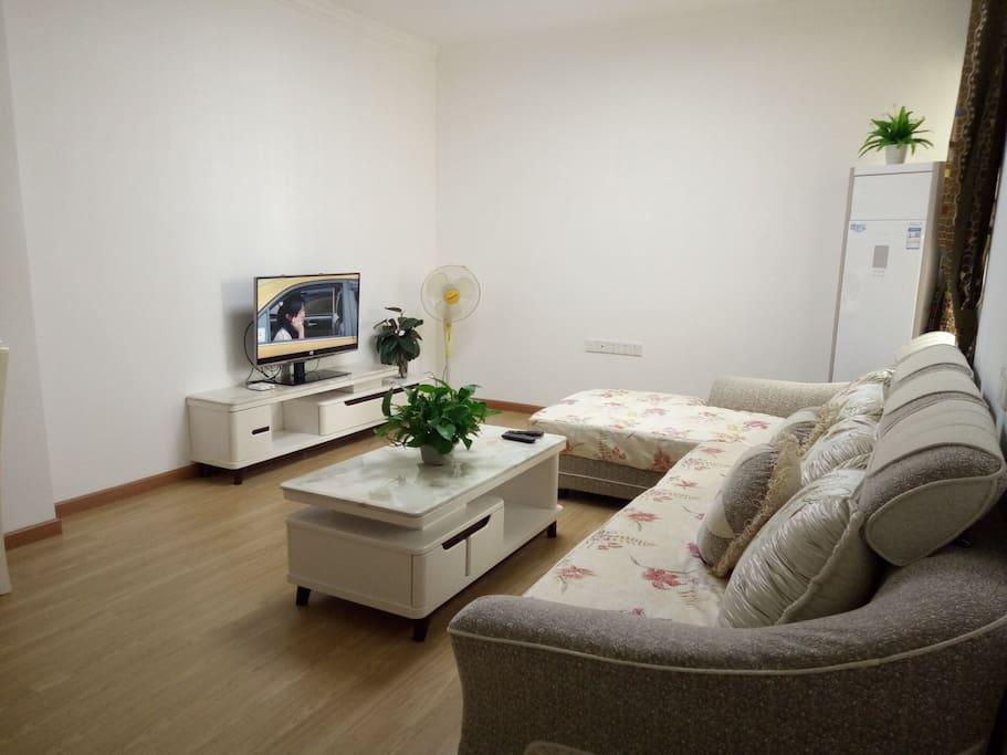 超大客厅,全新家居,超大沙发,无线网络,有线电视