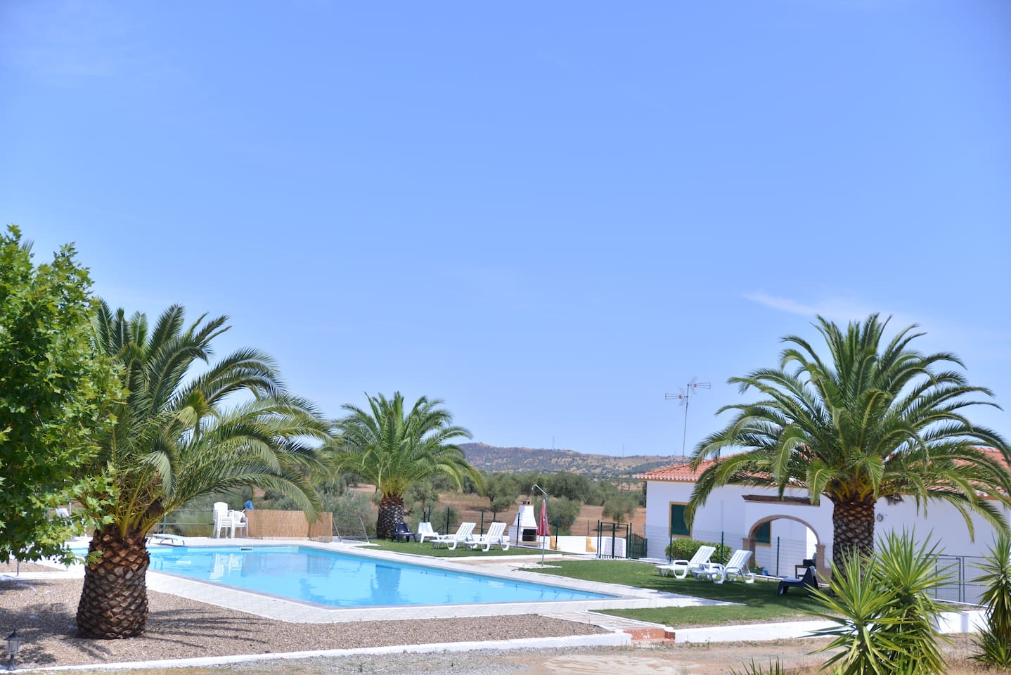 break! Holidays House - swimming pool & outdoors