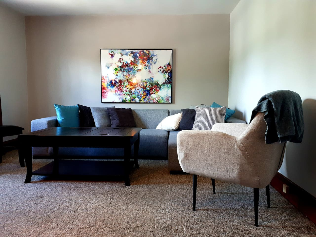 This 2nd floor apartment has clean cushy carpets in the living room to keep your feet cozy, on a warm note there is hot water heating in winter.