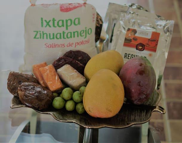 Hospédate en Ixtapa, disfruta los diversos sabores de la costa Guerrerense. Mangos, cocos, Sal orgánica, cocadas, pulpas de tamarindo, Guayas y mucho mas. Te obsequiaremos de cortesía al reservarnos; algunos de los productos de temporada.Te esperamos