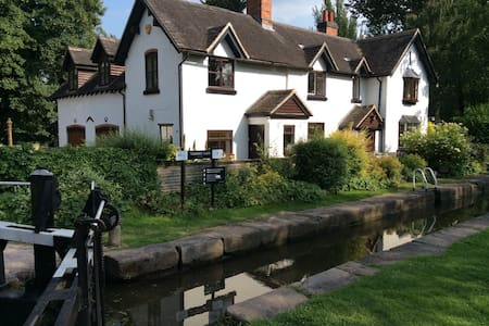 Beautiful Canal Lock House B and B - Branston
