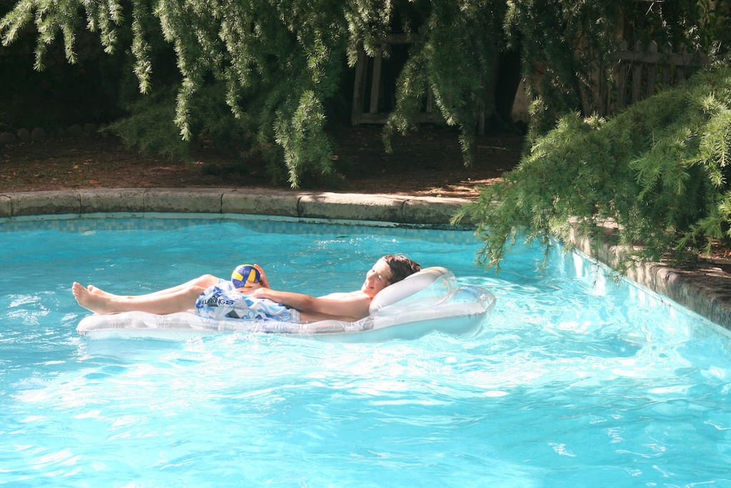 Do you like spend time in the pool?