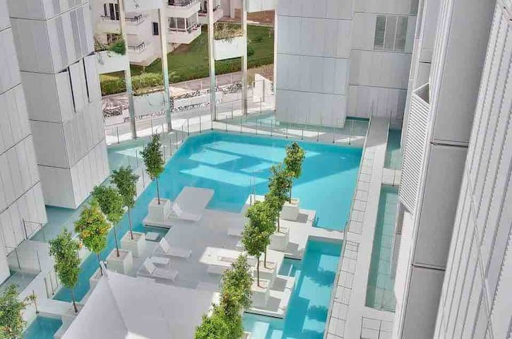 LUXURY APARTMENT PATIO- 3 BEDS-BEST LOCATION