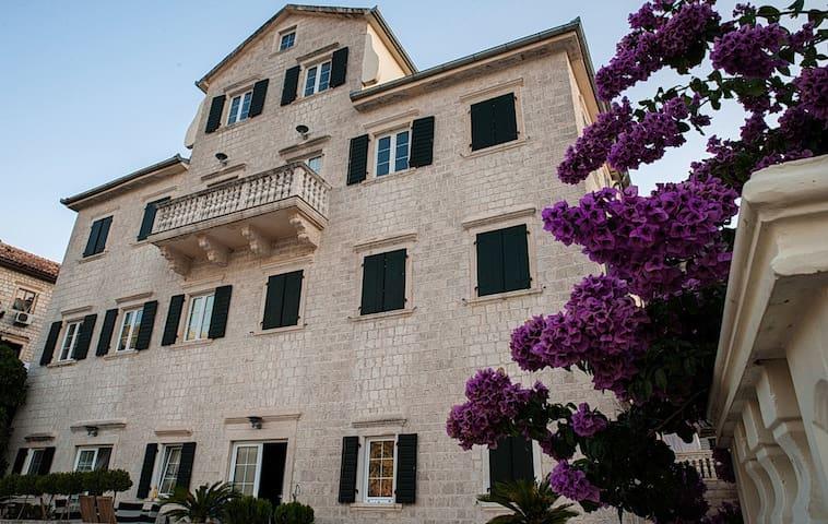 "House ""Stone palace Verona palata"""