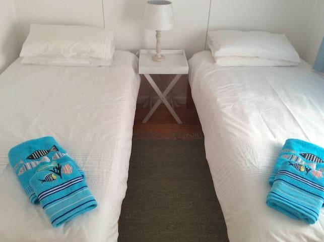 Guest bedroom 2 - with built-in cupboards