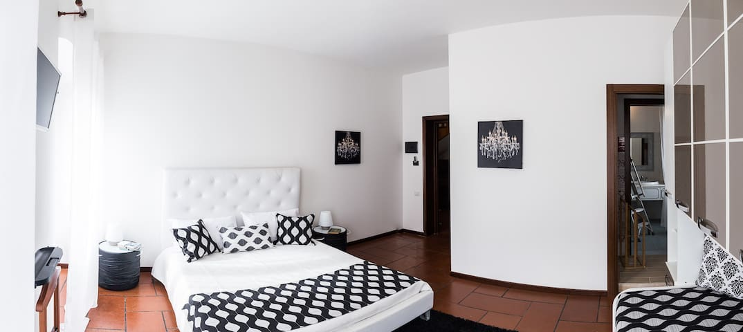 Big modern room for four in Villa Vittoria