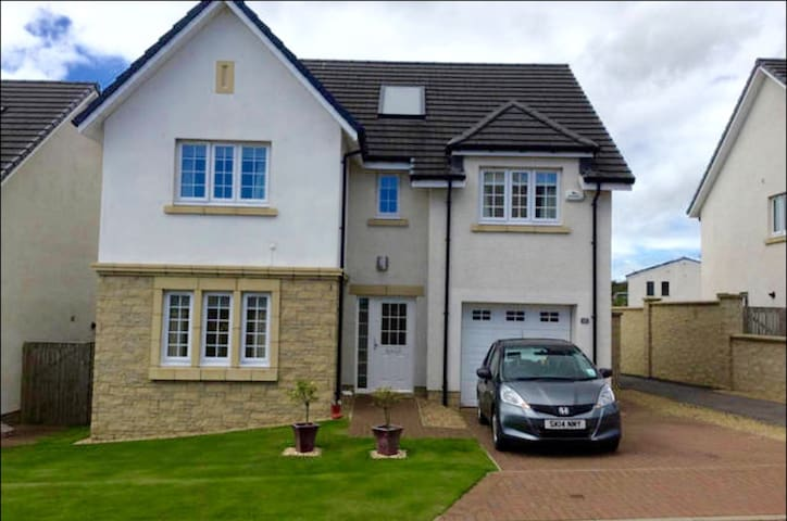 Beautiful 4-bed home near City &  - Kirkliston - Bed & Breakfast