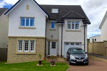 Beautiful 4-bed home near City &  - Kirkliston