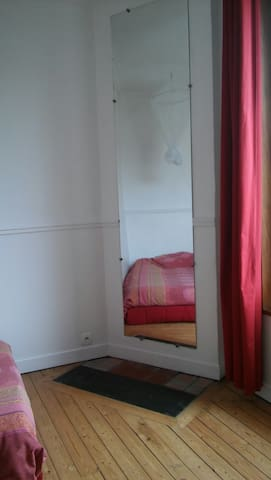 RED ROOM in Maisons Alfort
