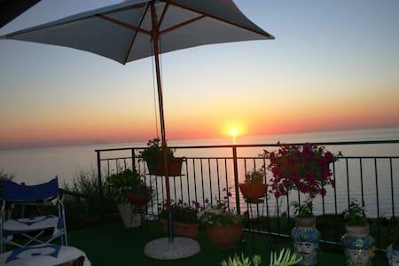 Deliziosa villetta con vista mare - Madama - Villa