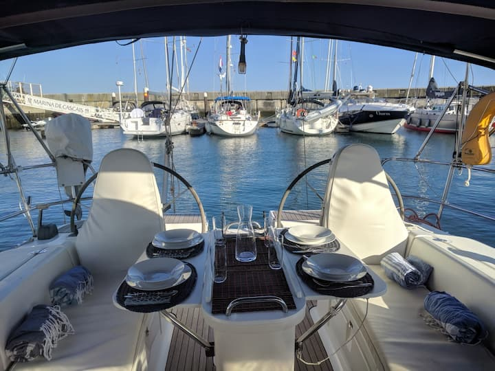 Luxury sailboat in Cascais