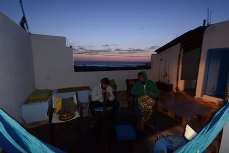 Moulay Bouzerktoun, The Place To Be - Casa
