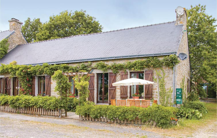 Former farm house with 3 bedrooms on 80m² in Lignol