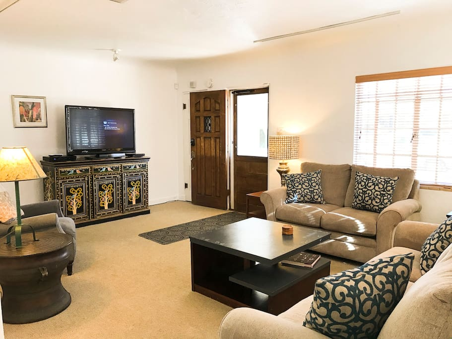 Spacious living area with large-screen HDTV, DirecTV, DVR for recording favorite shows & sports for after sightseeing. 150 channels
