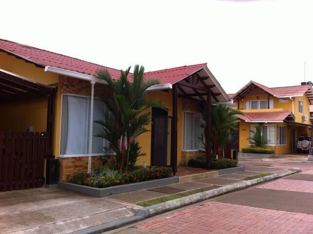 Casa linda y acogedora en Restrepo, Meta - Villavicencio