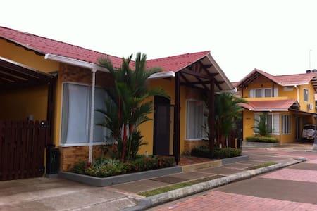 Casa linda y acogedora en Restrepo, Meta - Вильявисенсио
