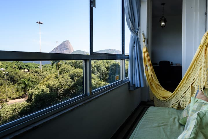 Sugar Loaf ocean view balcony room w/2 single beds - Рио-де-Жанейро - Квартира