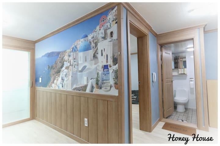 Honey house 22평 독채 드립니다 (1층)(방2+거실겸방+작은거실+화장실)^^*