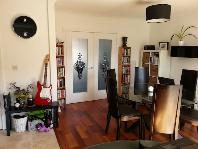 Double Room, Malahide, near the sea - Malahide - Ev
