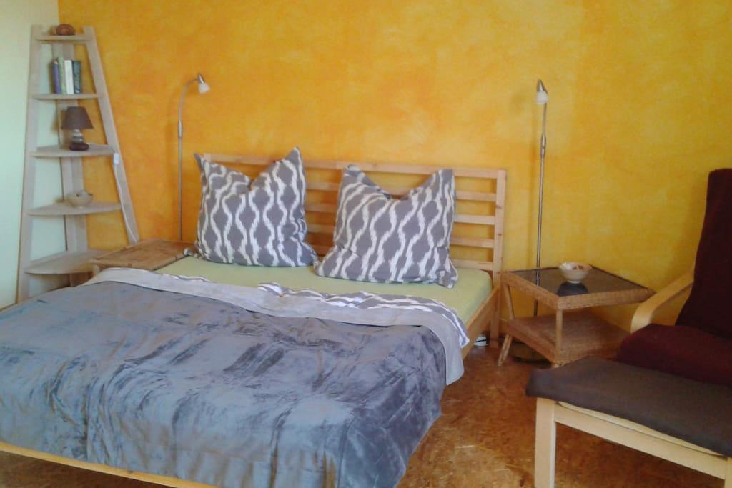 Schlafzimmer mit Bett 160x200cm