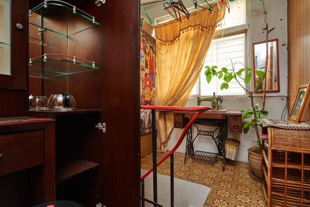房間門外獨立空間.獨立鞋櫃.化妝台