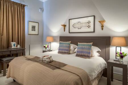 A room with king bed or single beds