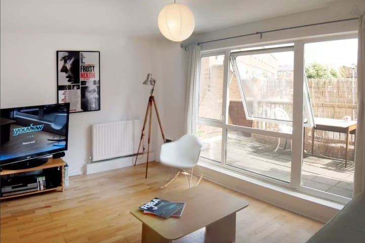 Large Double Bedroom - Ace Location