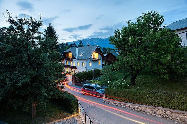 Charming Rooms in the heart of Bled (up to 5 prs.) - Bled - Bed & Breakfast