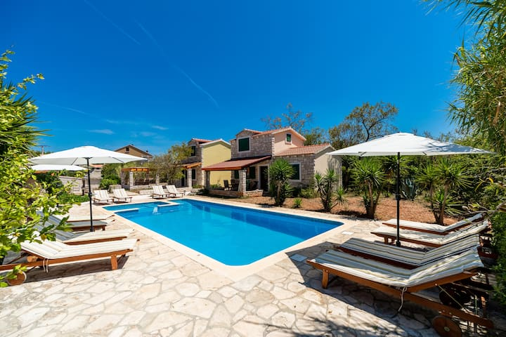 Stone cottage with pool in a peaceful area