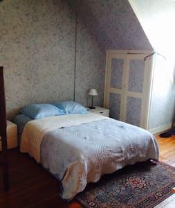 chambre spacieuse et au calme - Athis-Mons - Hus