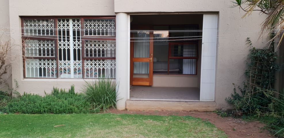 Entire 2 bed apartment in the heart of Sandton