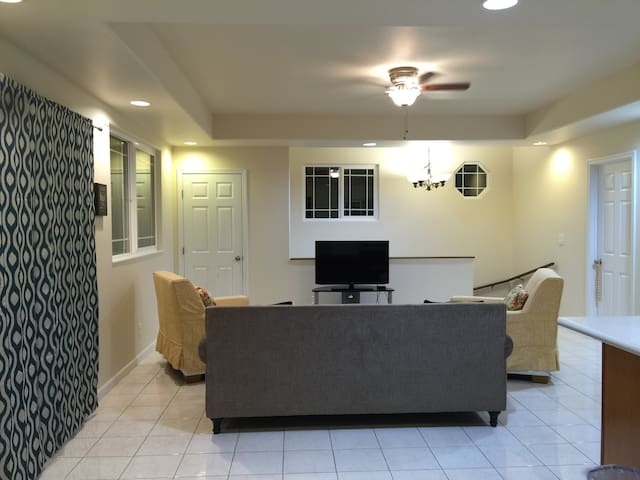 2 BEDROOM 1 BATH + Kitchen & Laundry Private Unit - Wailuku - House