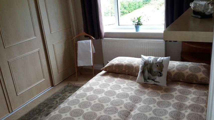 Room in house in quiet suburb