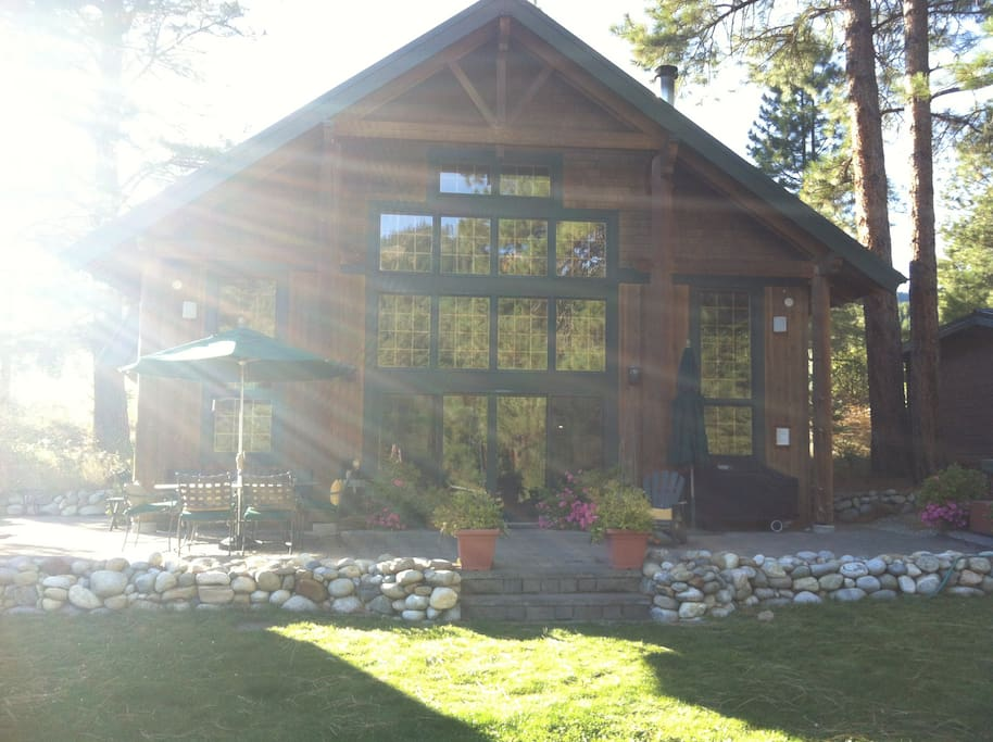 Stunning log cabin on idyllic river chalets for rent in for Washington state cabins for rent