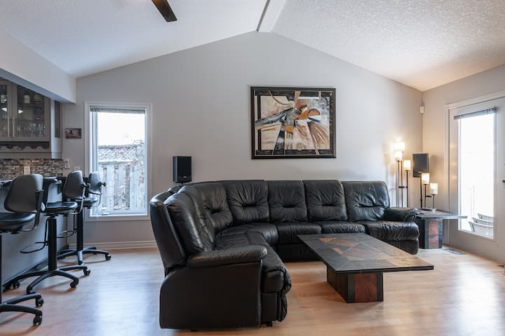 Luxury Home w/ Loft in Uptown Waterloo
