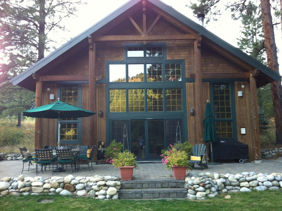 Stunning log cabin on idyllic river chalets for rent in for Leavenworth cabin rentals