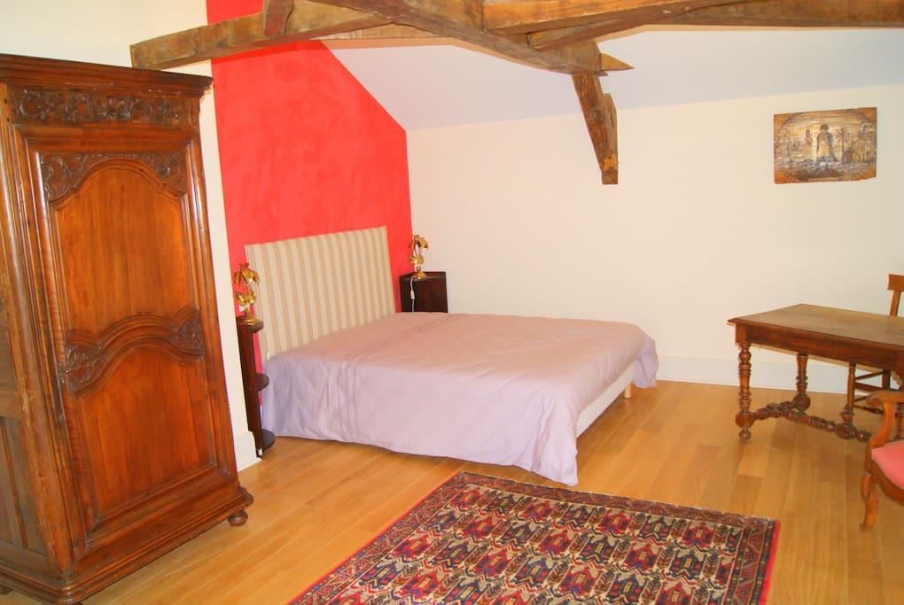 La chambre Font des Larrons pour 4 personnes avec un lit double...
