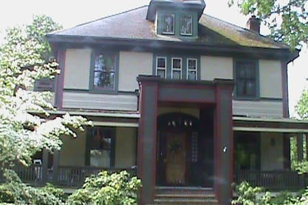 Peaceable Kingdom with 2 twin beds - East Aurora - Bed & Breakfast