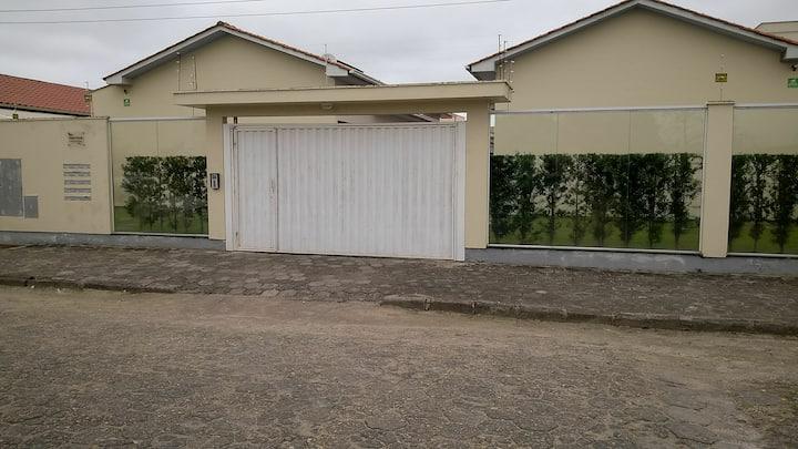 Residência Nova em Condomínio Fechado
