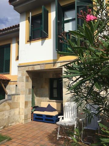 Casa con jardin en Celorio-Llanes