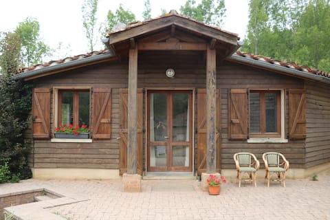 Mooie studio in de natuur aan de voet van Puycelsi