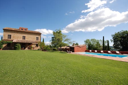 A Beautiful Family Holiday House in Gualdo - Gualdo