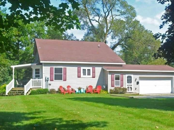 Spacious Pentwater Cottage