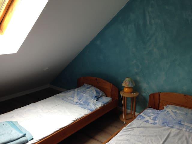 bina chambre bleue - Gièvres - Casa