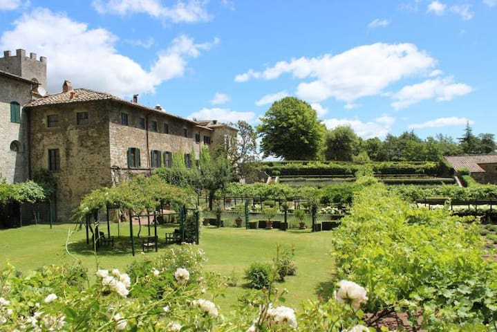 Apartment in XI century abbey with garden and pool
