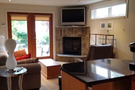 New , modern 1 bedroom suite, Deep Cove.